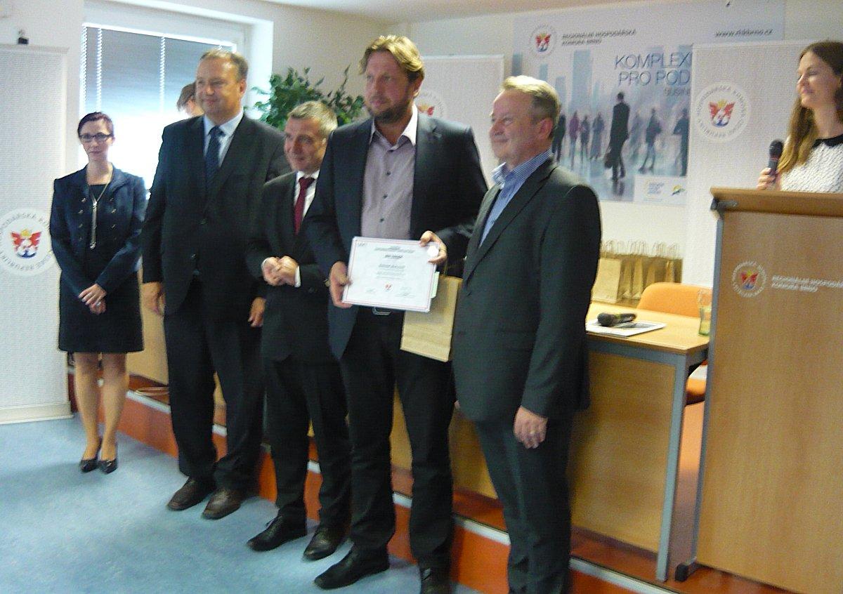 Předání osvědčení o certifikace v oboru  Eletrikář